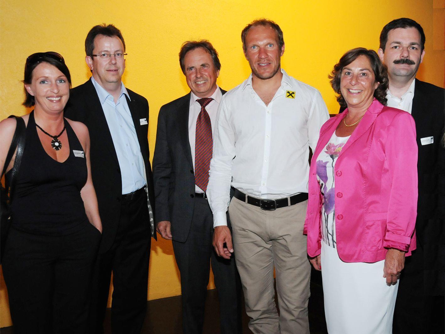 Der Vorstand des Marketingclubs mit Hermann Maier bei der 25-Jahre-Feier in der Otten Gravour.