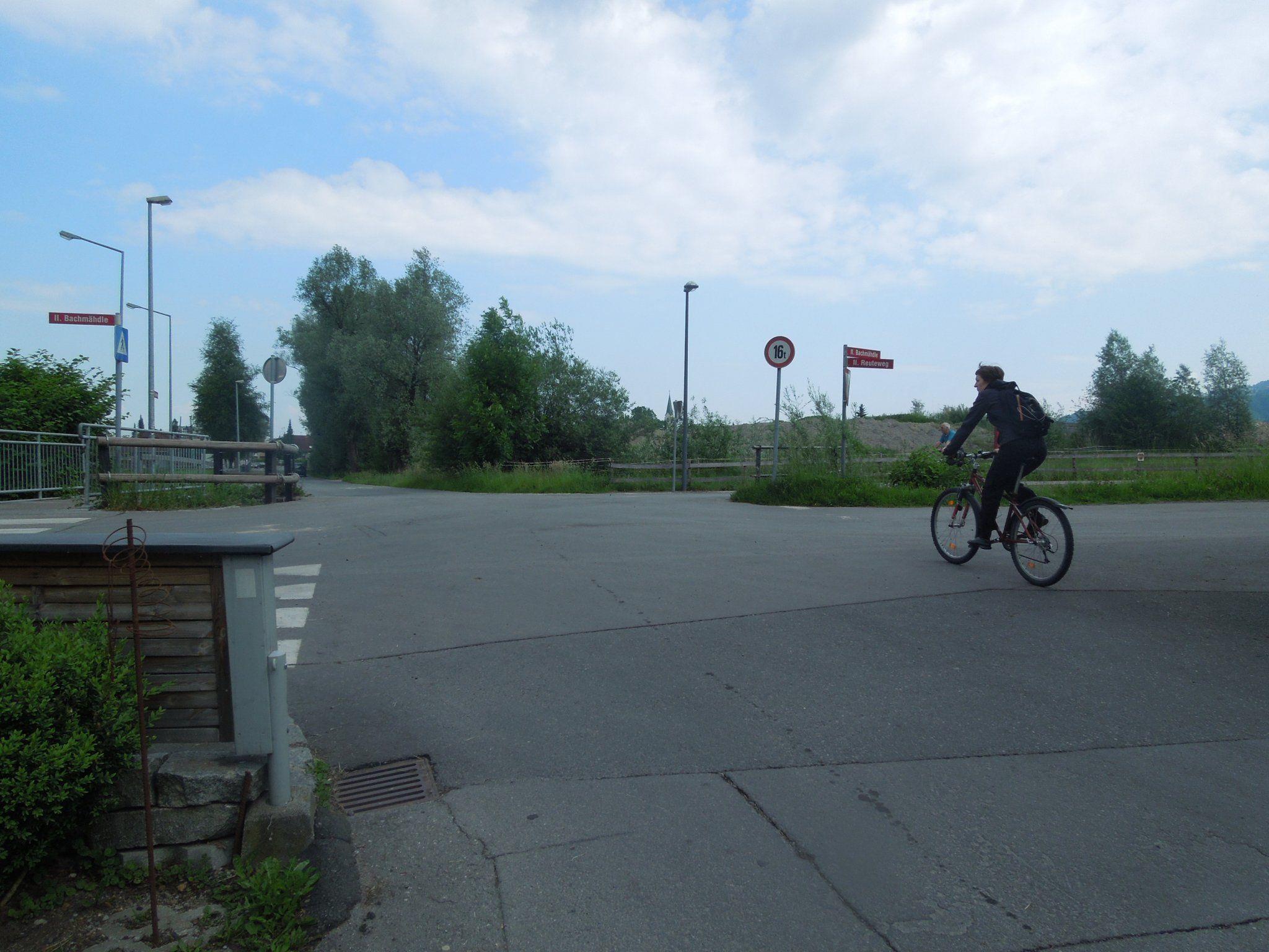 An der Kreuzung Bachmähdle/Badgasse werden Verbesserung zur Verkehrssicherheit vorgenommen.