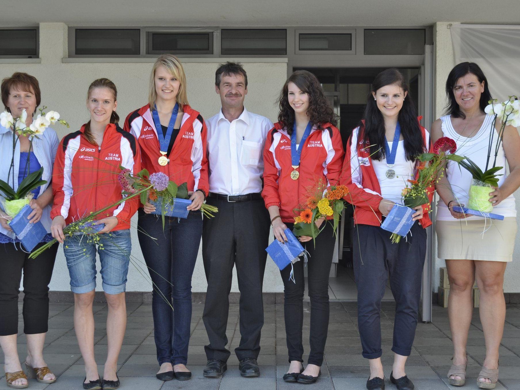 Dagmar Mörth, Carmen Müller (Ersatz), Nadine Mörth (Bronze), Obmann Gerold Kühne, Katharina Kühne (Bronze), Adriana Mathis (Silber), Sabine Mathis.