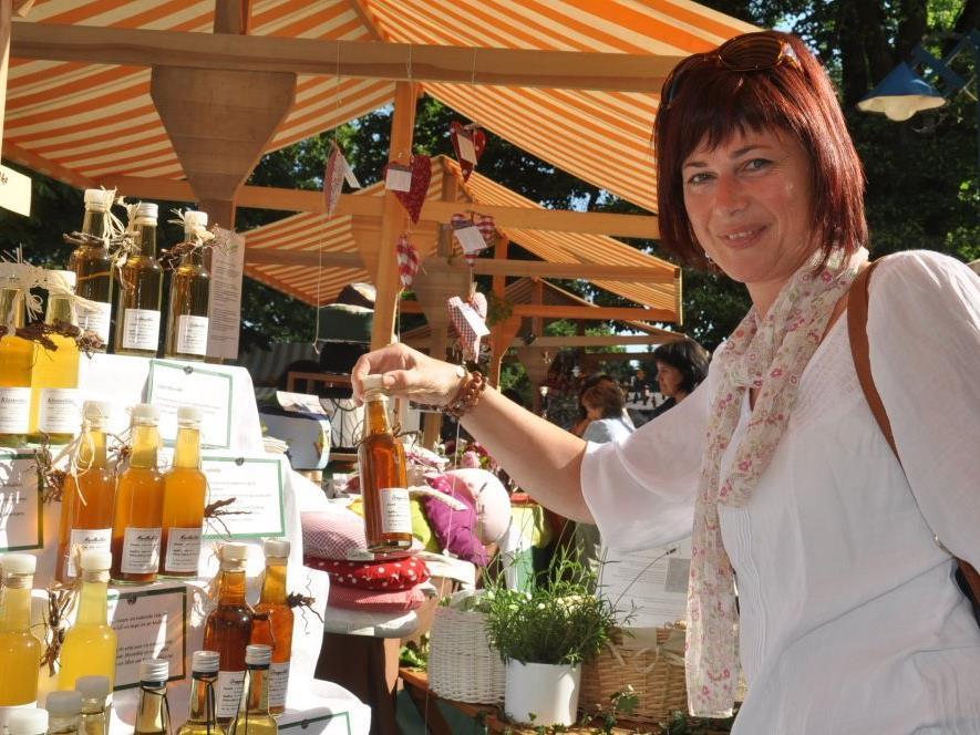 Der Markt am Dorfplatz ist eine wahre Fundgrube für kreative und selbst gefertigte Erzeugnisse sowie floristische Schönheiten.
