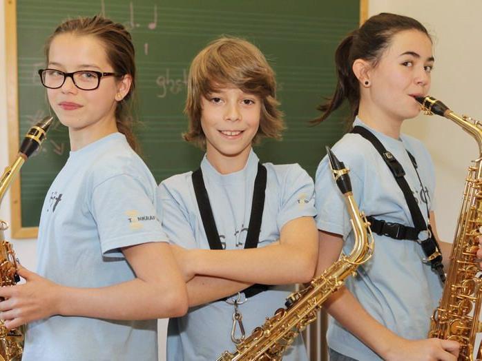 Laura, Dani und Julia überzeugen mit ihrer Saxophoneinlage.