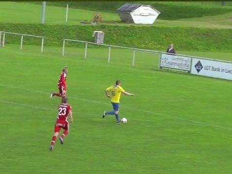 Philipp Bischof am Weg zu seinem zweiten Tor gegen den FC Thüringen