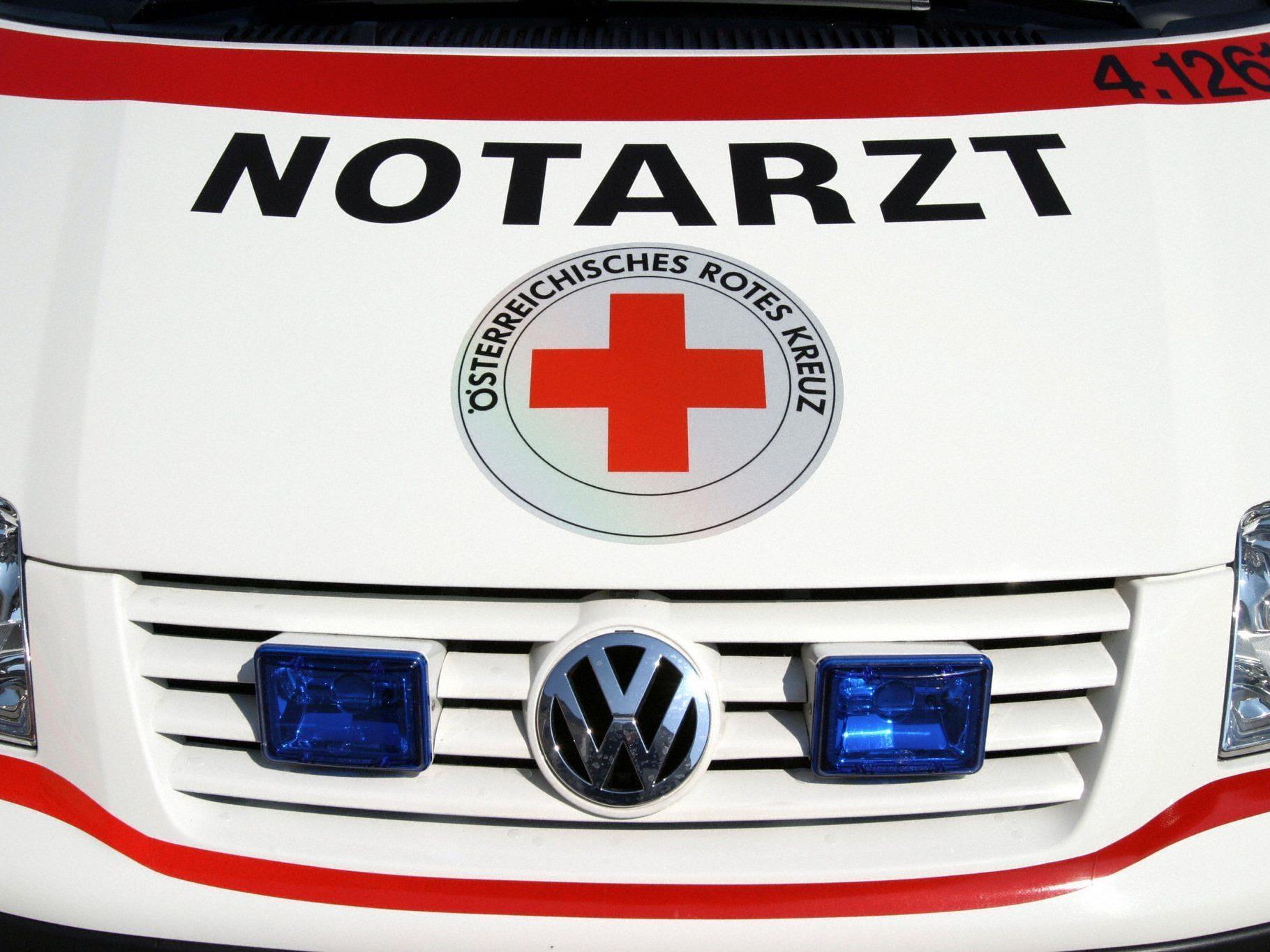 Mehrere Rettungskräfte mussten nach der schweren Kollision ausrücken.