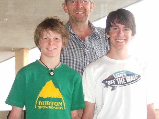 Pirmin Schuster und Eric Sent mit Lehrer Wolfgang Eder.