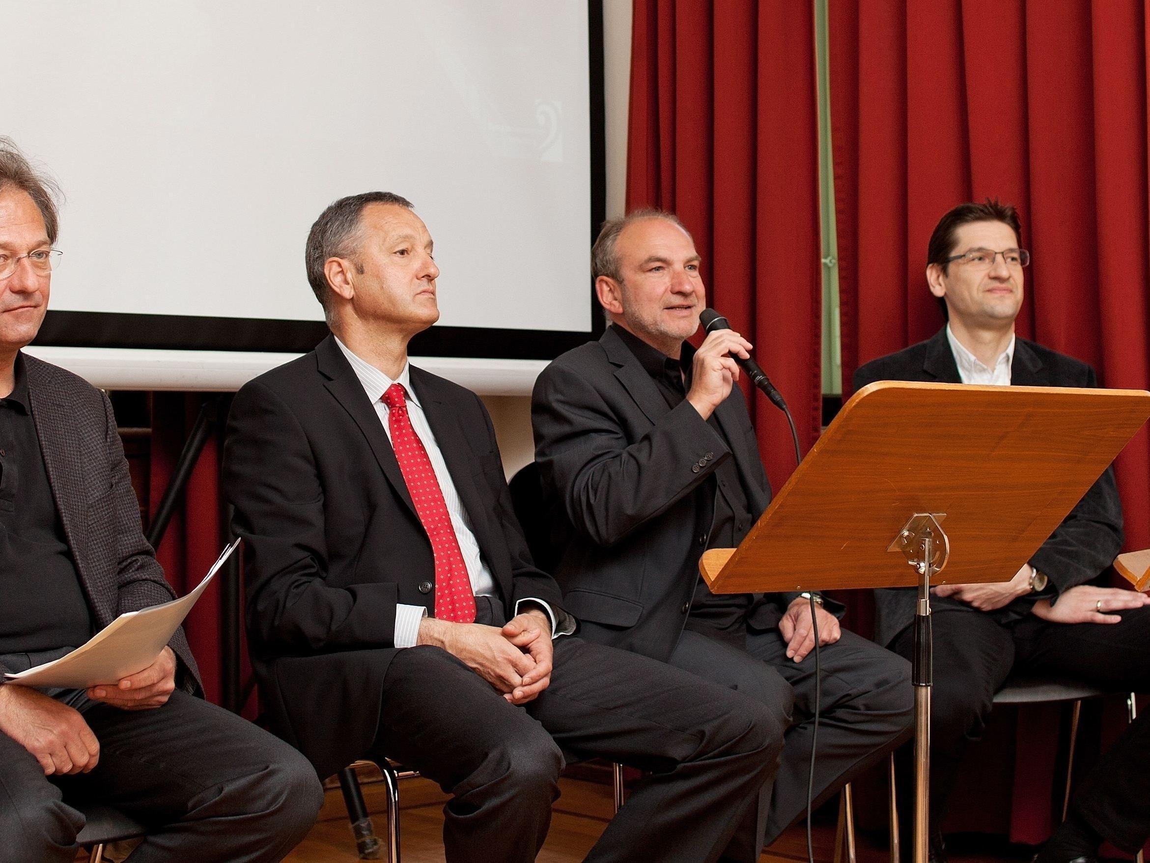 Präsentierten das Programm des Symphonieorchesters Vorarlberg für die Saison 2012/2013: Chefdirigent Gérard Korsten, Vorstand Eduard Konzett, Geschäftsführer Michael Löbl und Orchestervertreter Markus Ellensohn.