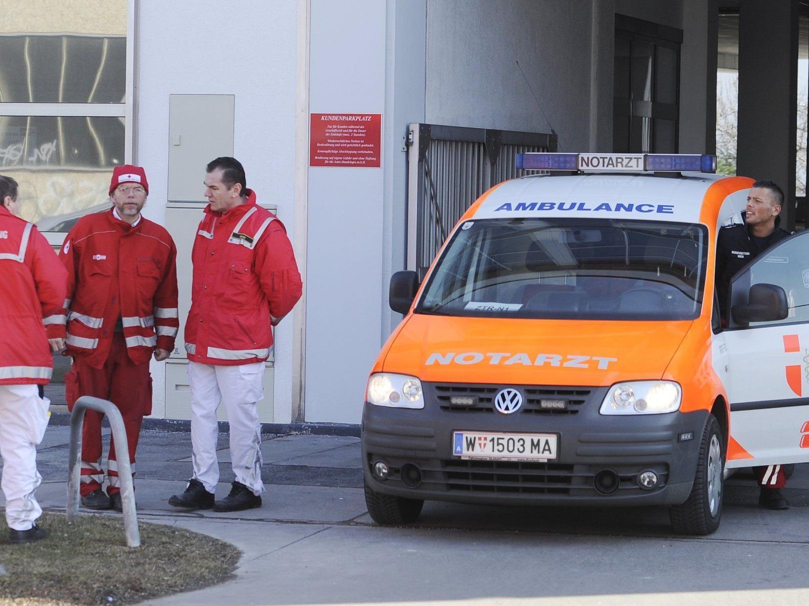 Die Rettungskräfte in Wales mussten eine Wand aufstemmen