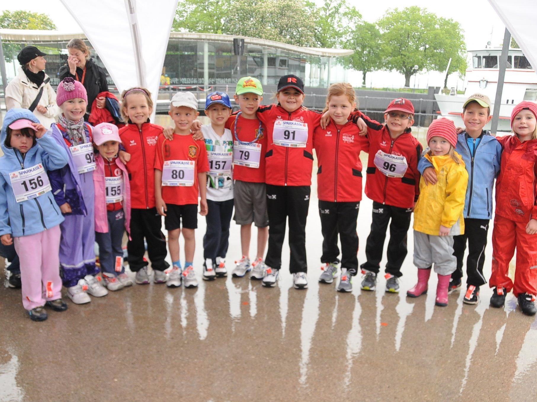 Trotz strömenden Regens starteten die jüngsten Leichtathleten der TS Bregenz-Vorkloster beim Bregenzer Seelauf – mit Erfolg