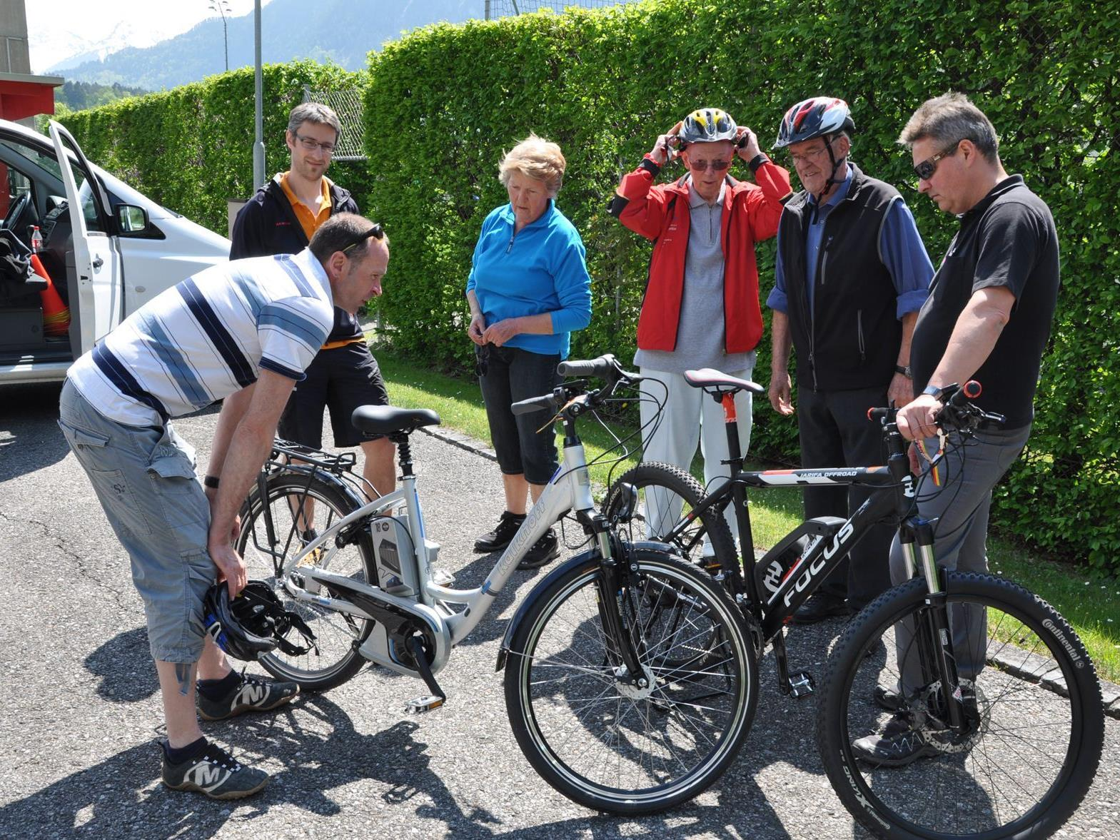 SeniorInnen erhalten Informationen zum E-Bike