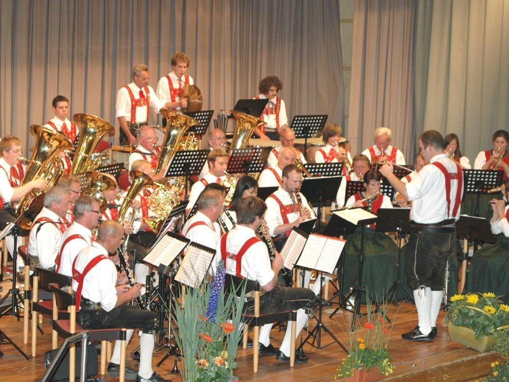 Die Trachtenkapelle Riezlern spielt am Sa. 5. Mai im Walserhaus auf.