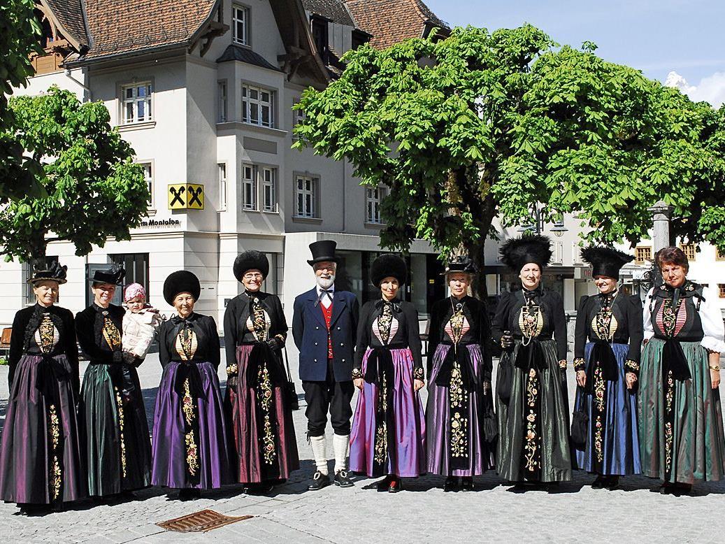 Das Tragen der Montafoner Tracht gehört in Schruns wieder zu einem kirchlichen Feiertag dazu.