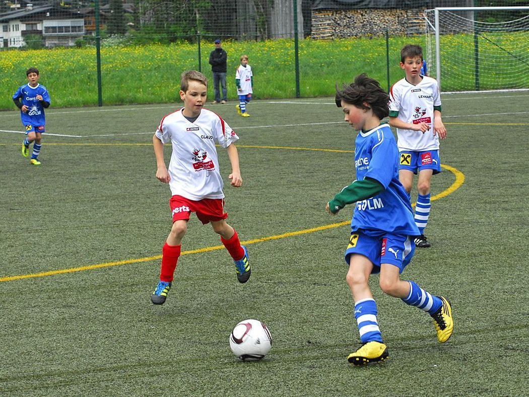 Szene aus dem U12-Spiel SPG Montafon : FC Schwarzach am 12. Mai 2012 im Aktivpark Montafon.