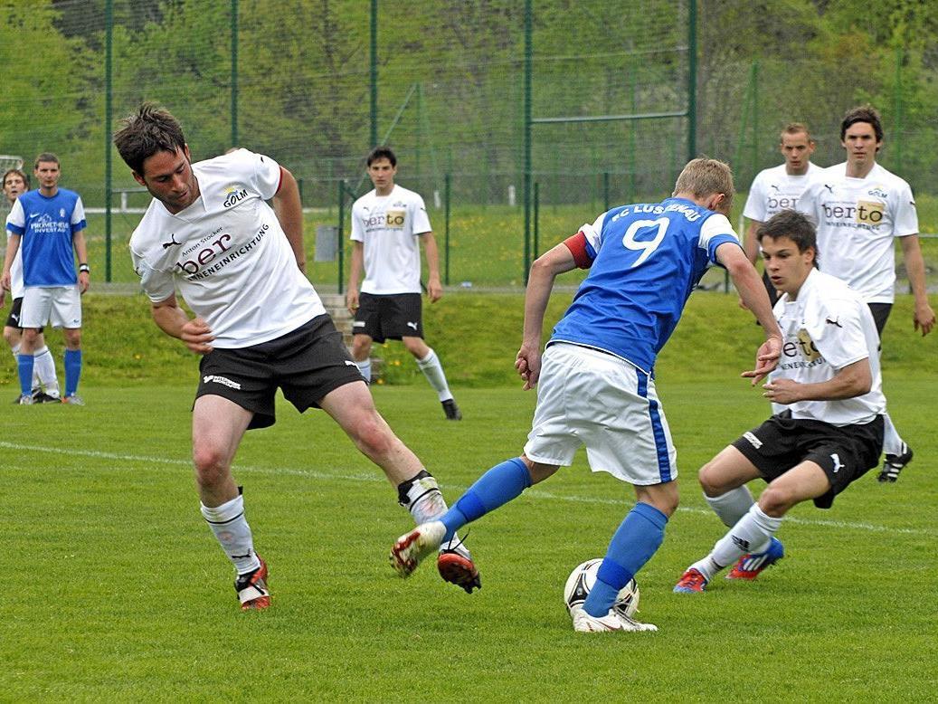 Spiel Schruns 1 b : FC Lustenau 1 b vergangenen Samstag am Sportplatz des Golm FC Schruns.