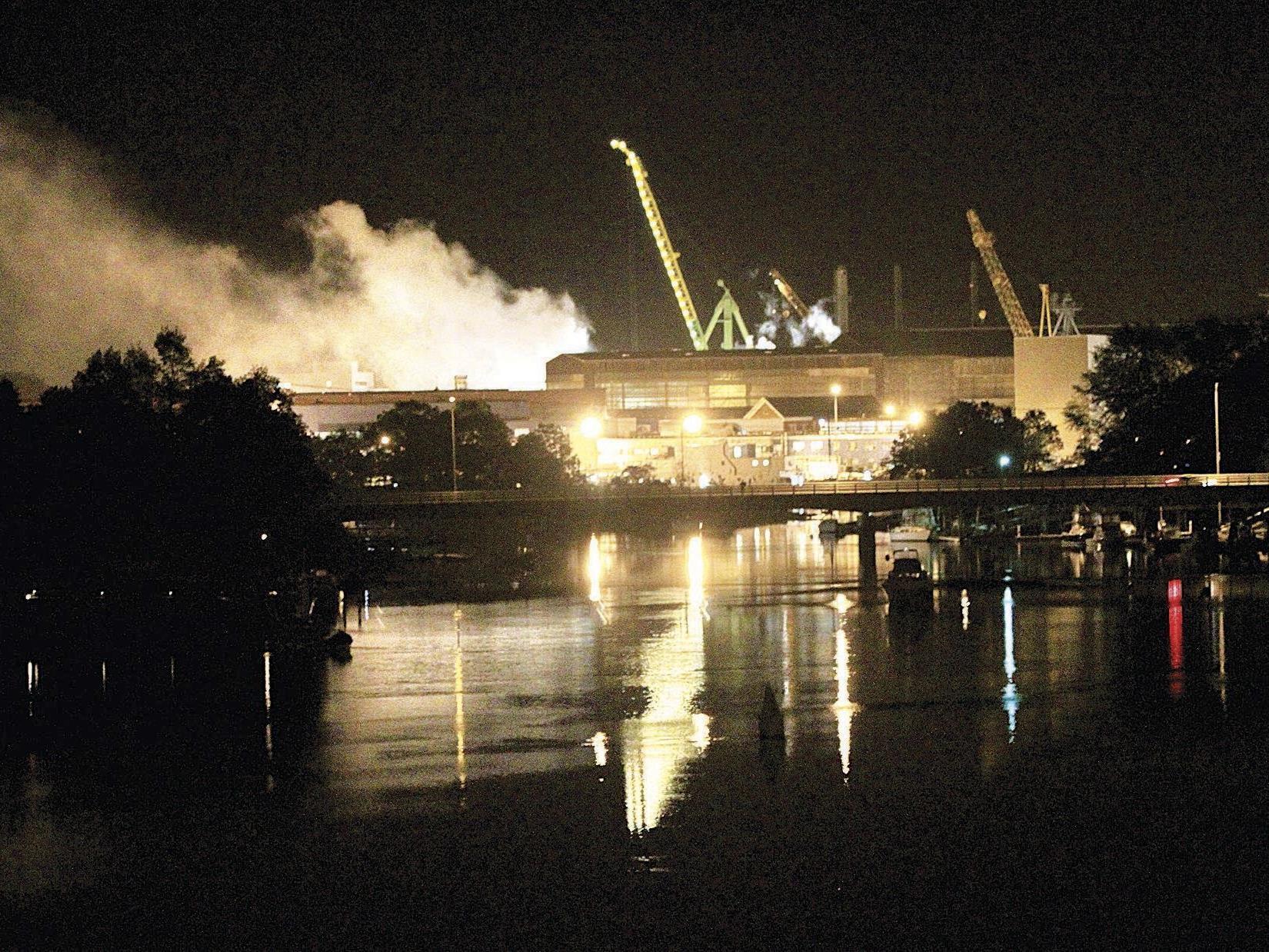 Der Atomreaktor der USS Miami SSN 755 war vom Feuer nicht betroffen. Vier Personen wurden verletzt.