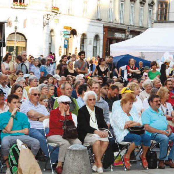 """Gut besucht war """"Wir sind Wien"""" am Michaelerplatz schon im Jahr 2011"""