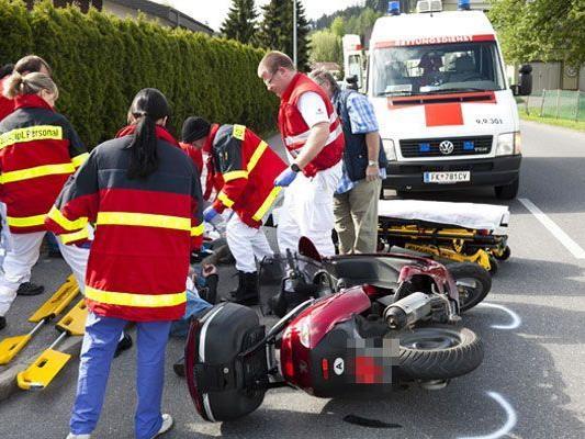 Der 73-jährige Mopedfahrer musste mit verdacht auf Rückenverletzungen ins LKH Feldkirch eingeliefert werden.