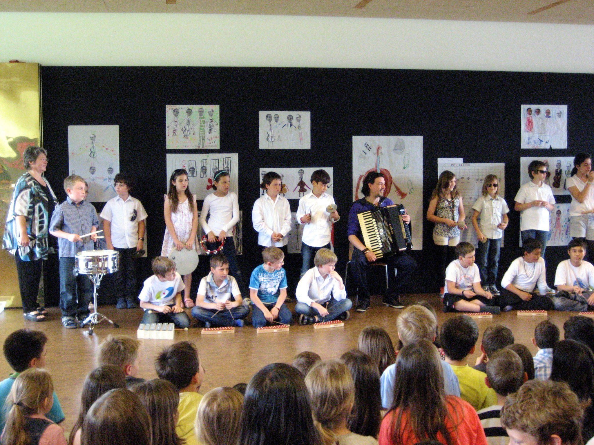 Die Kinder der Volksschule Mähdle boten ein abwechslungsreiches Vernissageprogramm.