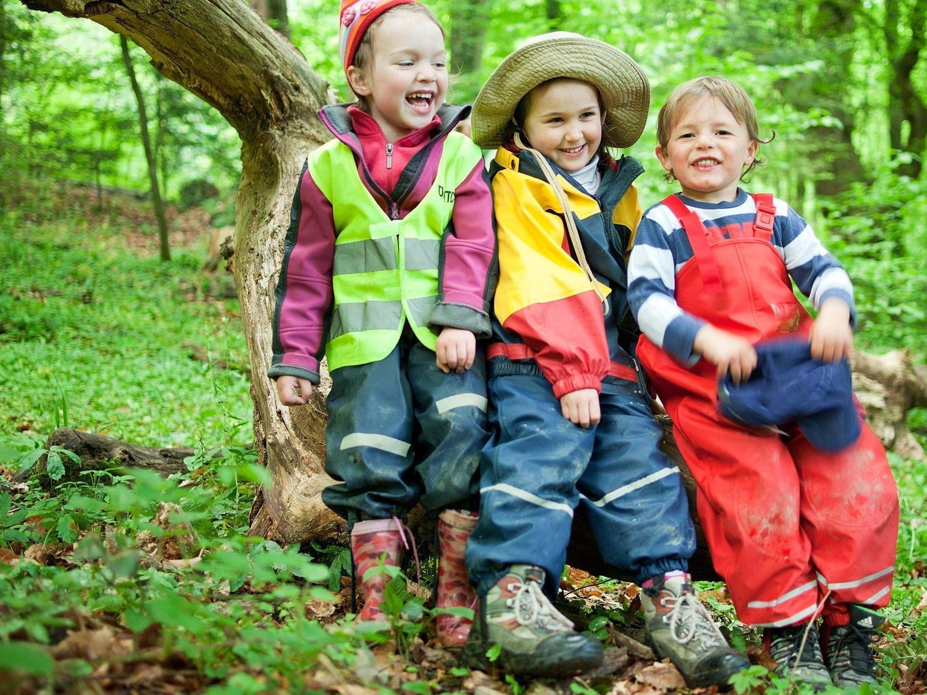 Beim Info-Tag der Waldspielgruppe Bregenz am 12. Mai sind interessierte Eltern mit ihren Kindern willkommen.