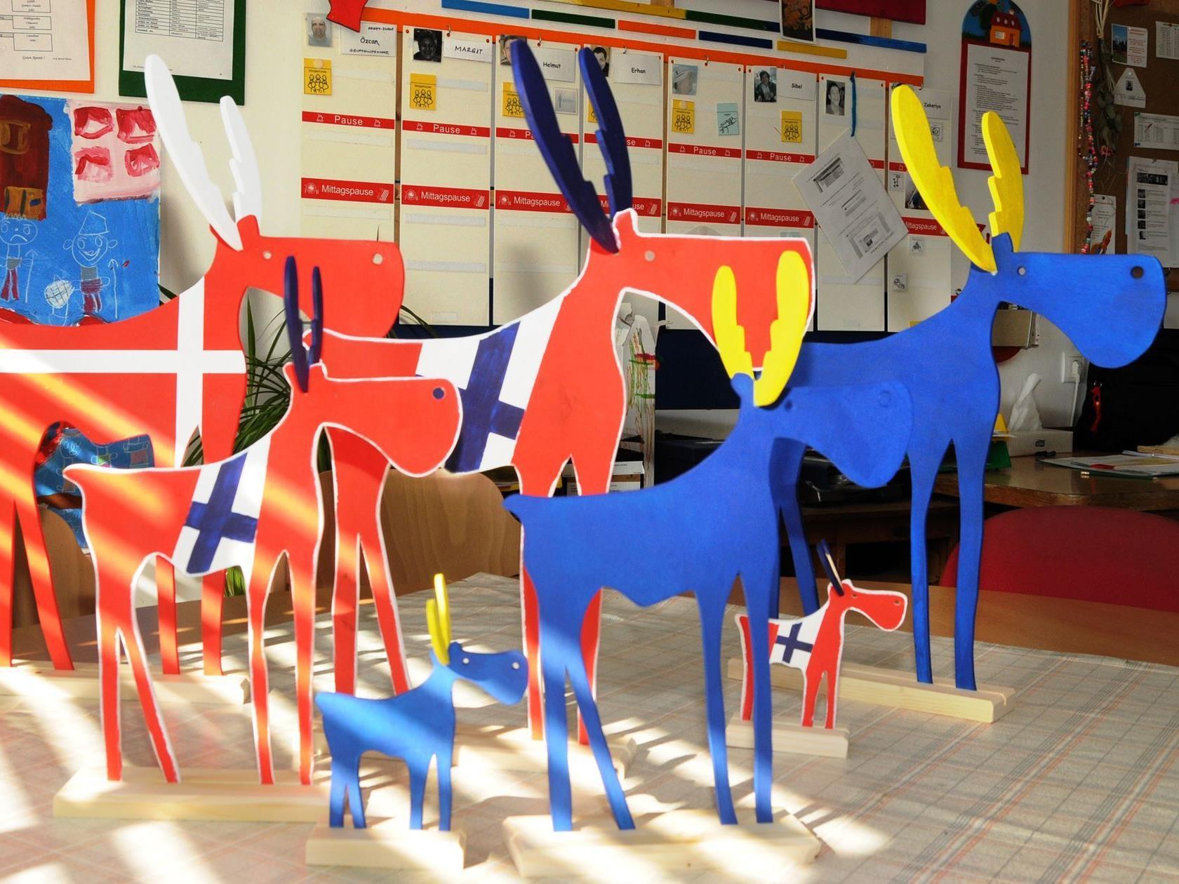 Elche in den Farben der skandinavischen Länder zum Feldkirch Festival
