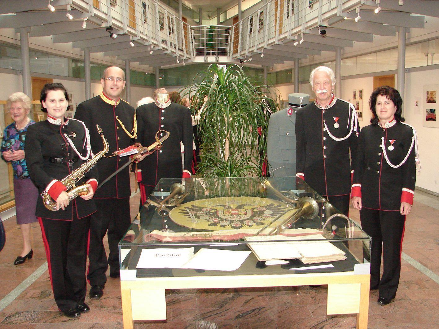 Die Bürgermusik lädt noch bis Freitag zur Besichtigung der Jubiläumsausstellung im Rathaus.
