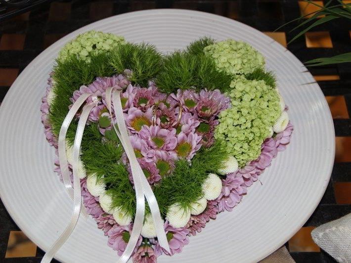 Stilvolle Hochzeitsarrangements verzauberten.