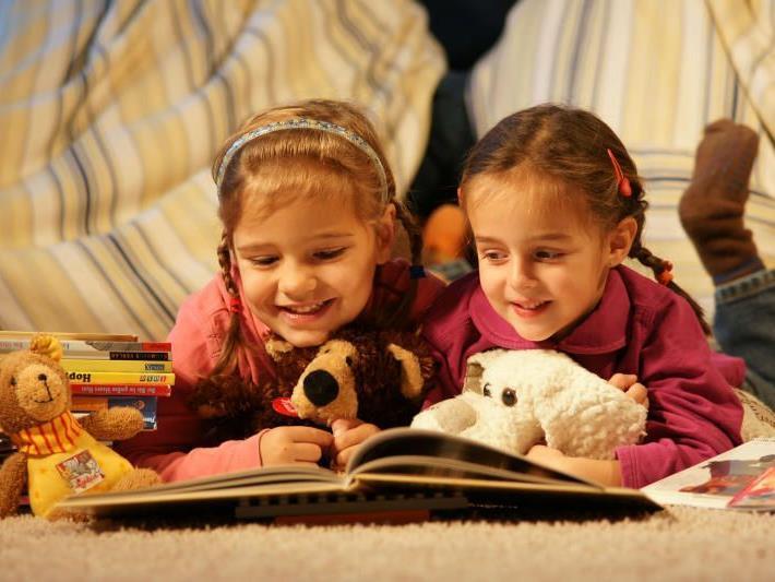 """Auch die Jüngsten sind auf der """"Buch am Bach"""" herzlich willkommen. Das Angebot schließt Kindergärten mit ein."""