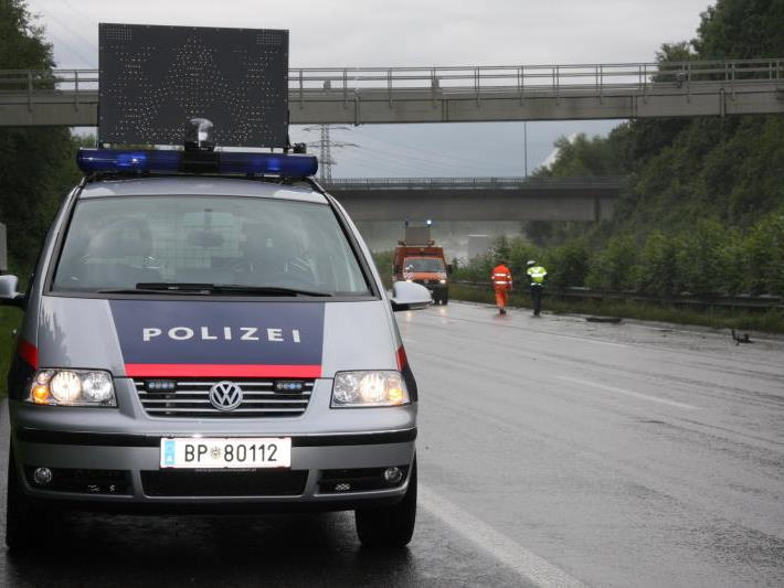 Pkw-Lenkerin wurde von unbekanntem Autofahrer abgedrängt.