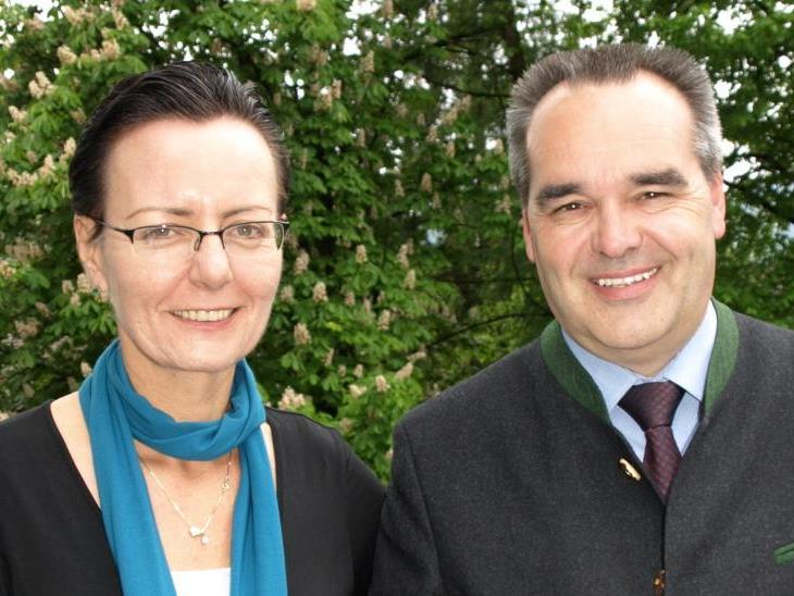 Tourismus-Obmann Helmut Blank und Geschäftsführerin Herlinde Moosbrugger dürfen sich über eine Rekordsaison freuen.