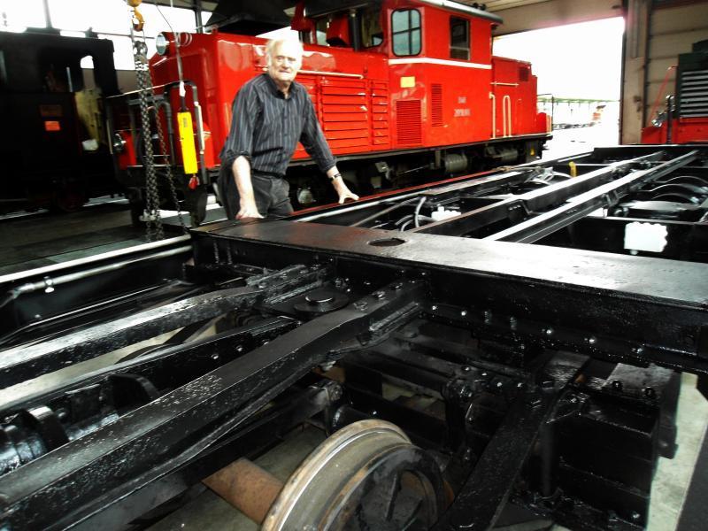 """Seit genau fünf Monaten arbeitet Obmann Hans Meusburger an der neuen """"Wälderschenke"""" der Museumsbahn."""