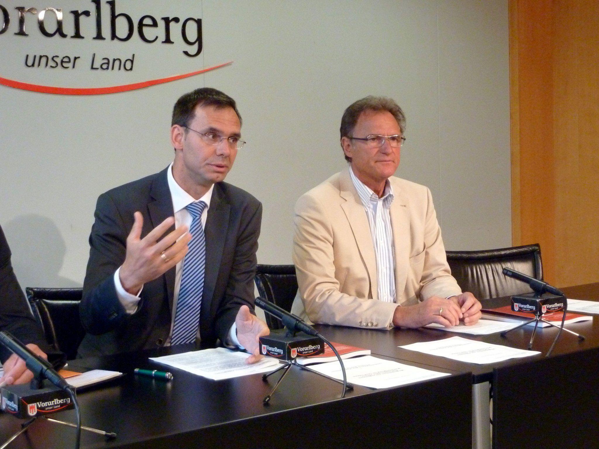 LH Wallner und WK-Präsident Rein präsentierten das neu überarbeitete Vergabehandbuch