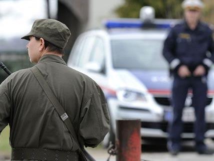 Zu zwei Jahren Haft ist am Mittwoch ein ehemaliger Grenzwächter aus Ungarn verurteilt worden.