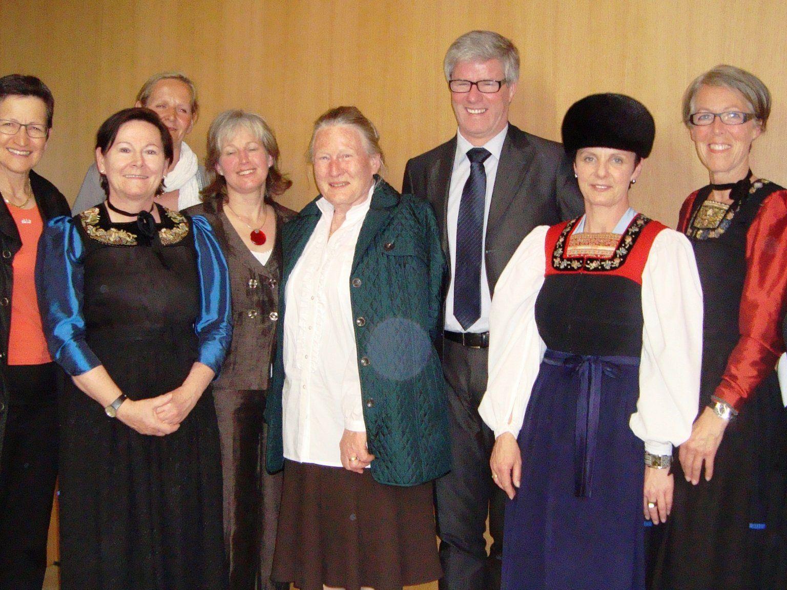 Der Vorstand des Frauenbundes mit Bürgermeister Georg Fröwis und LAR Grete Schmid