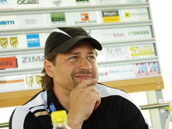 Vertrag von Helgi Kolvidsson weiteres Jahr verlängert.