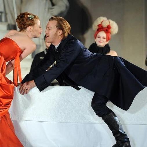 Birgit Minichmayr und Nicholas Ofczarek bei der Jedermann-Aufführung 2011.