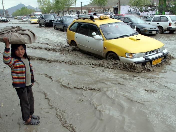 300 Menschen nach Sturzflut in Afghanistan vermisst