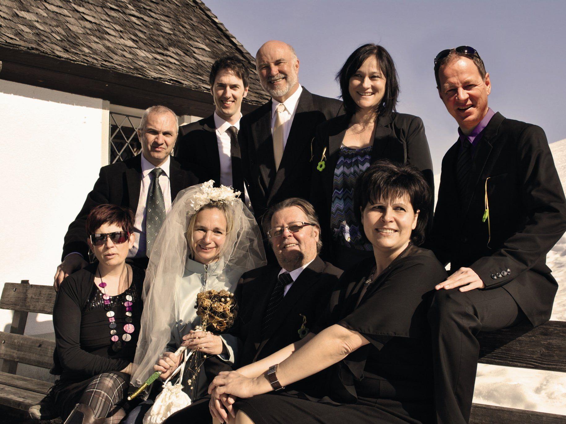 Das Frödischtheater als illustre Hochzeitsgesellschaft