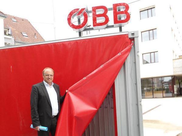 Vorhang auf für Bahn-Informationen. Lauterach steht ganz im Zeichen von Bahnprojekten, über die morgen, Freitag, 11 Uhr, in einem speziellen ÖBB-Container informiert wird.