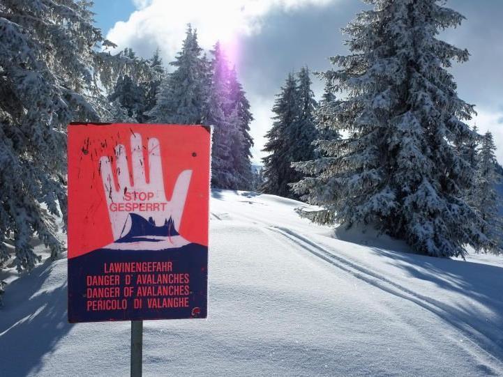 Schneebrett in Klösterle riss zwei Tourengeher mit.