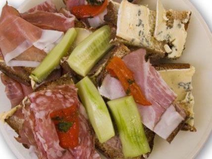 Ob es die Jause war oder das Essen in der Pesnion - die Ursache der vermutlichen Lebensmittelvergiftung bei acht Wiener Schülern ist noch unklar.