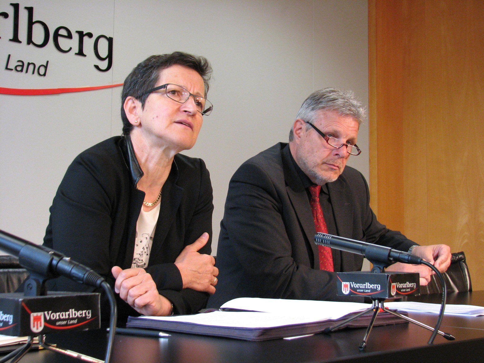 LR Schmid und AMS-Chef Strini zogen eine positive Zwischenbilanz zur bedarfsorientierten Mindestsicherung.