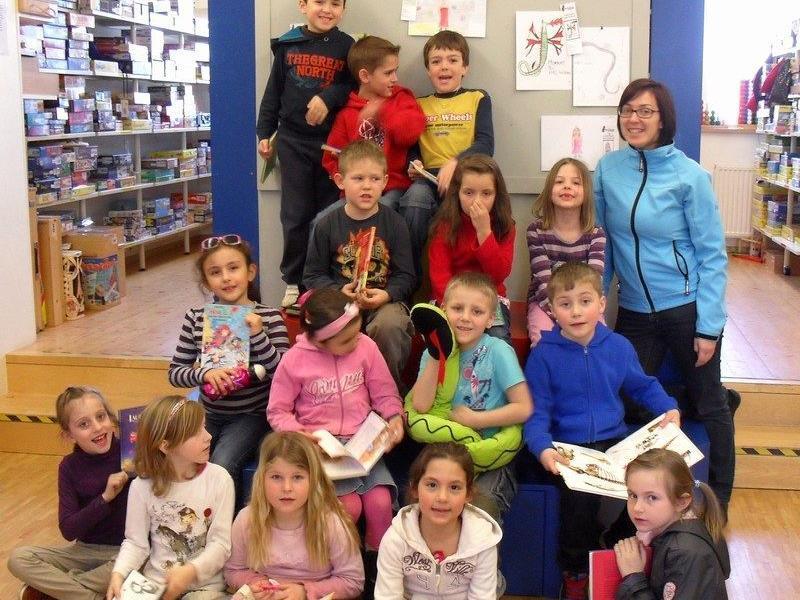 Stolz waren die Kinder auf ihren Bibliotheksführerschein