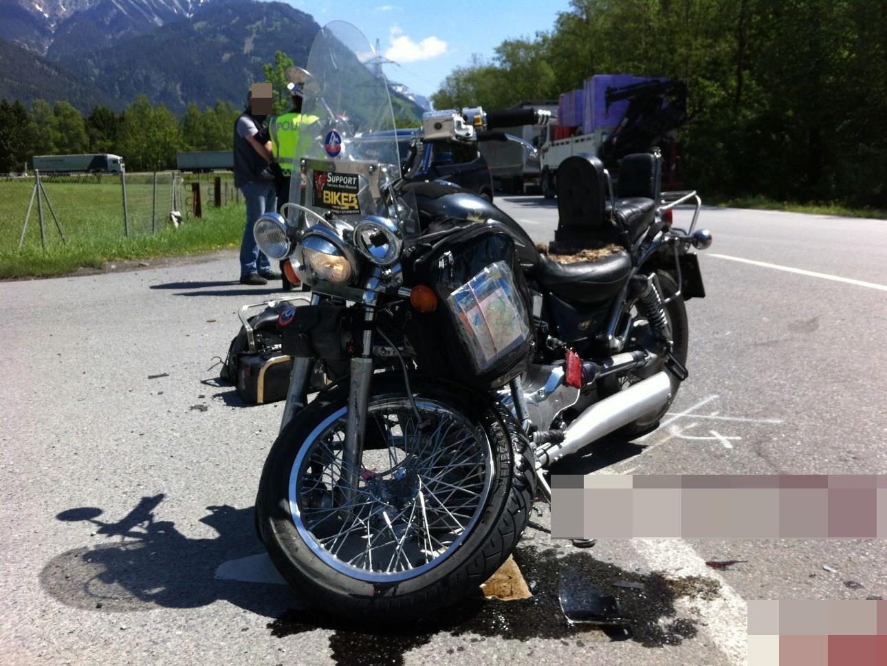 Schwerer Motorradunfall auf der L190 in Nüziders.