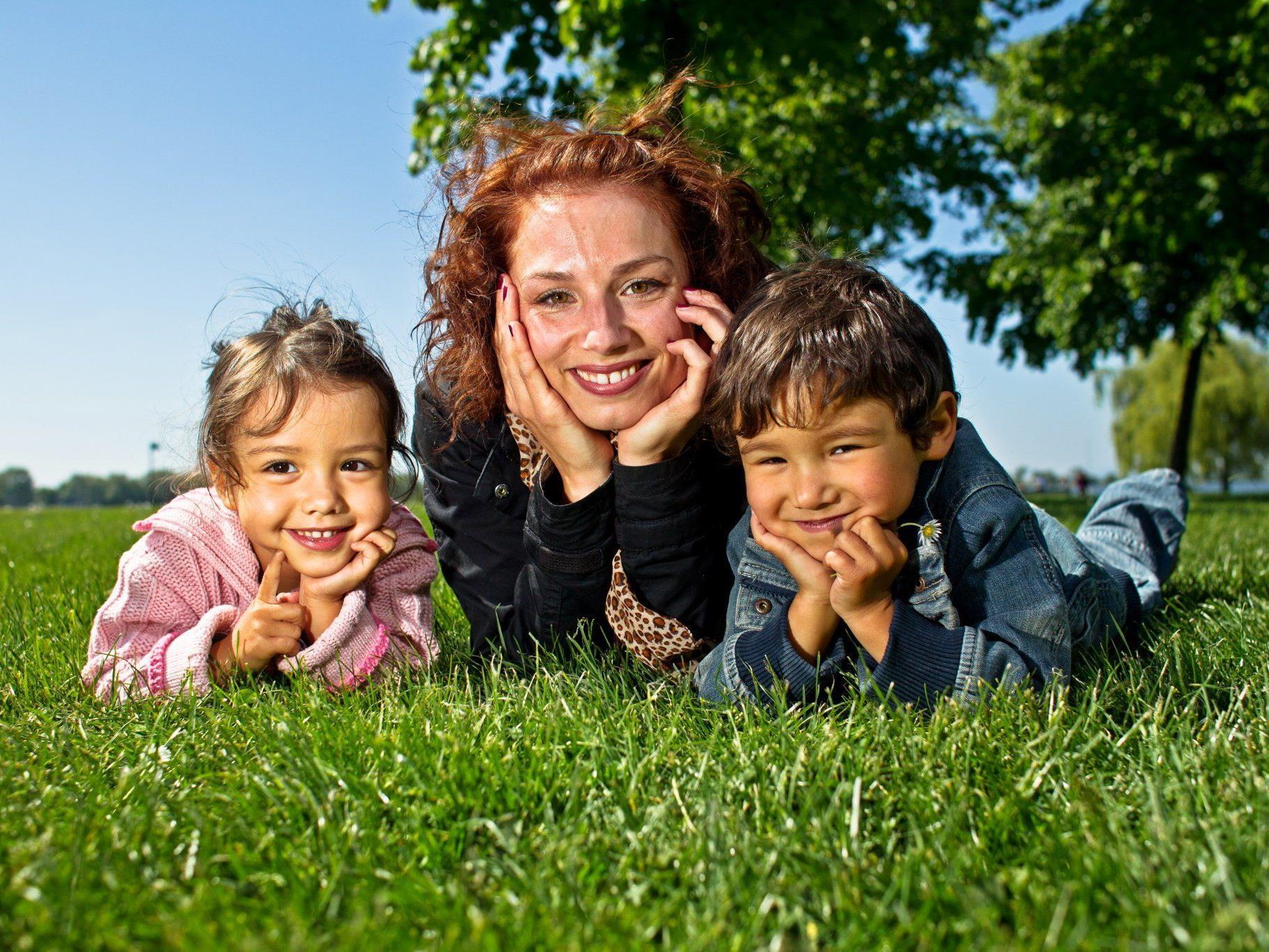 Vorfreude auf den Muttertag bei Susanne aus Hard mit ihren Zwillingen Julian und Elena (4).
