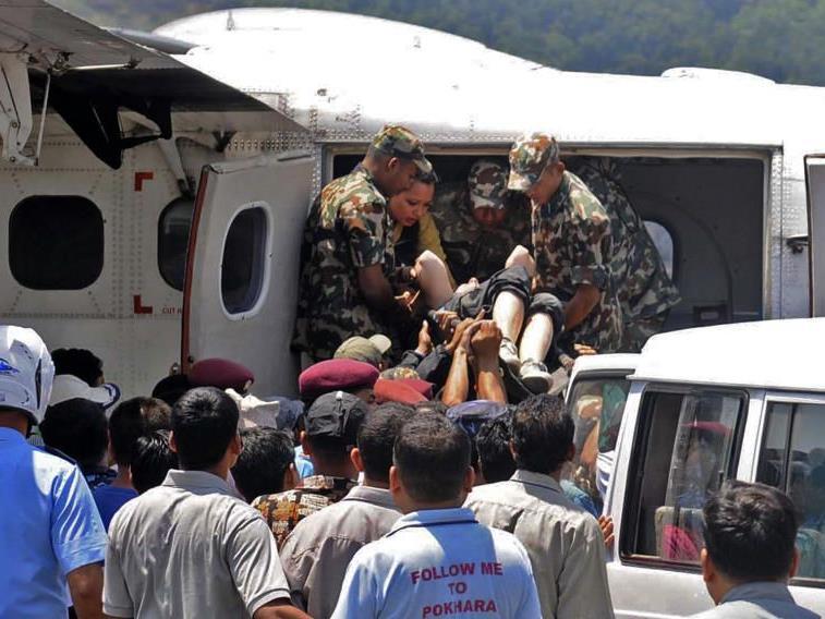 Sechs Insassen überlebten Unglück in Gebirgsregion.