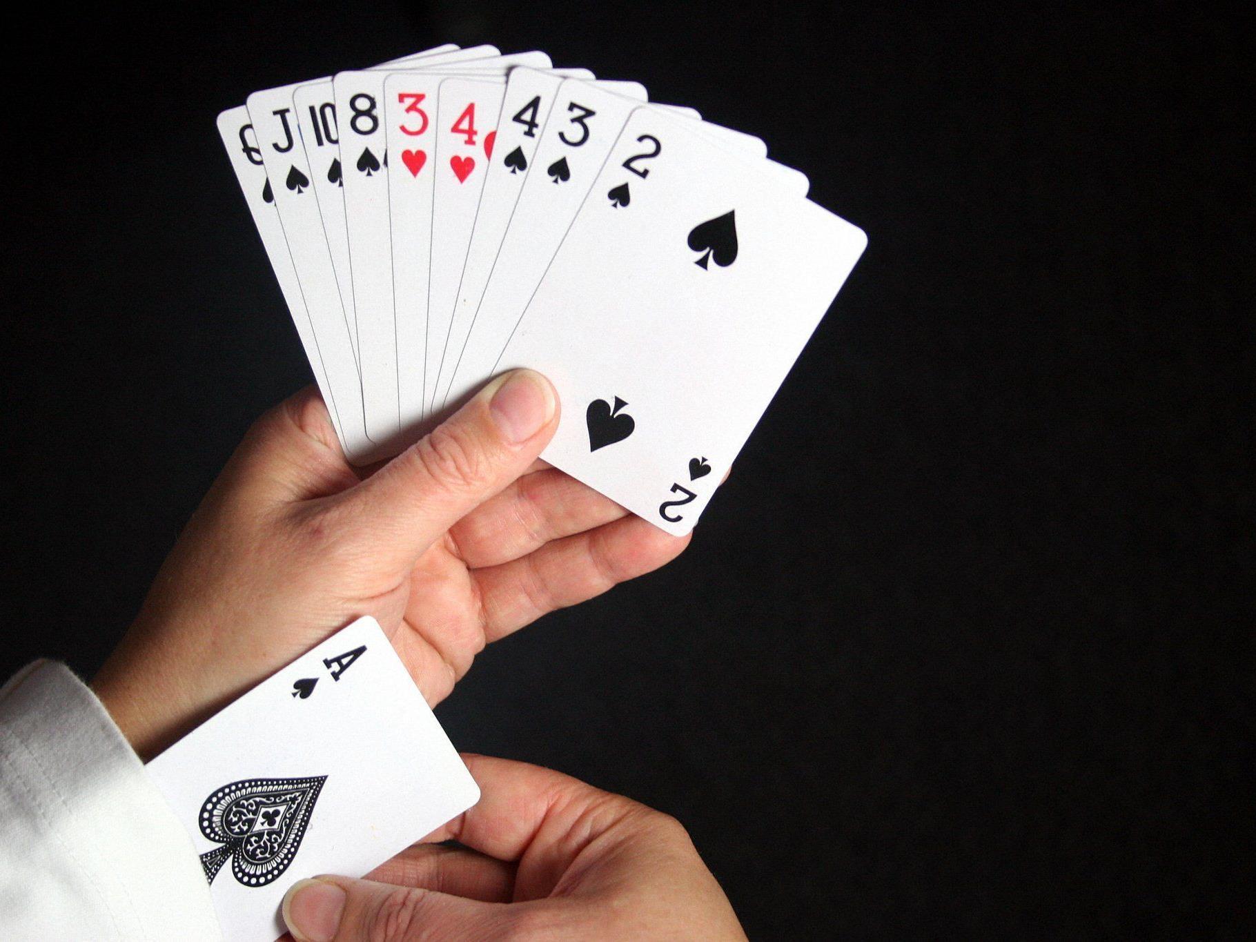 Pokerbetreiber Zanoni hofft auf ein Ass im Ärmel.