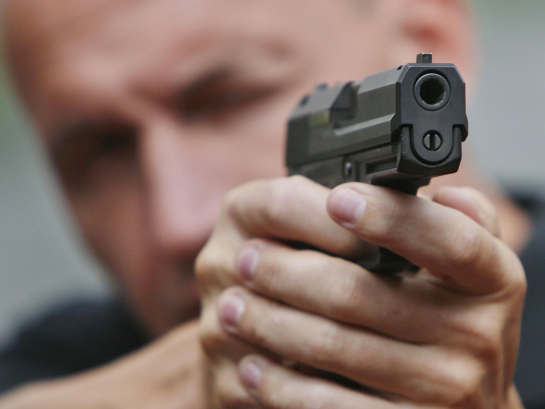 2011 vier gezielte Schüsse auf Verdächtige.