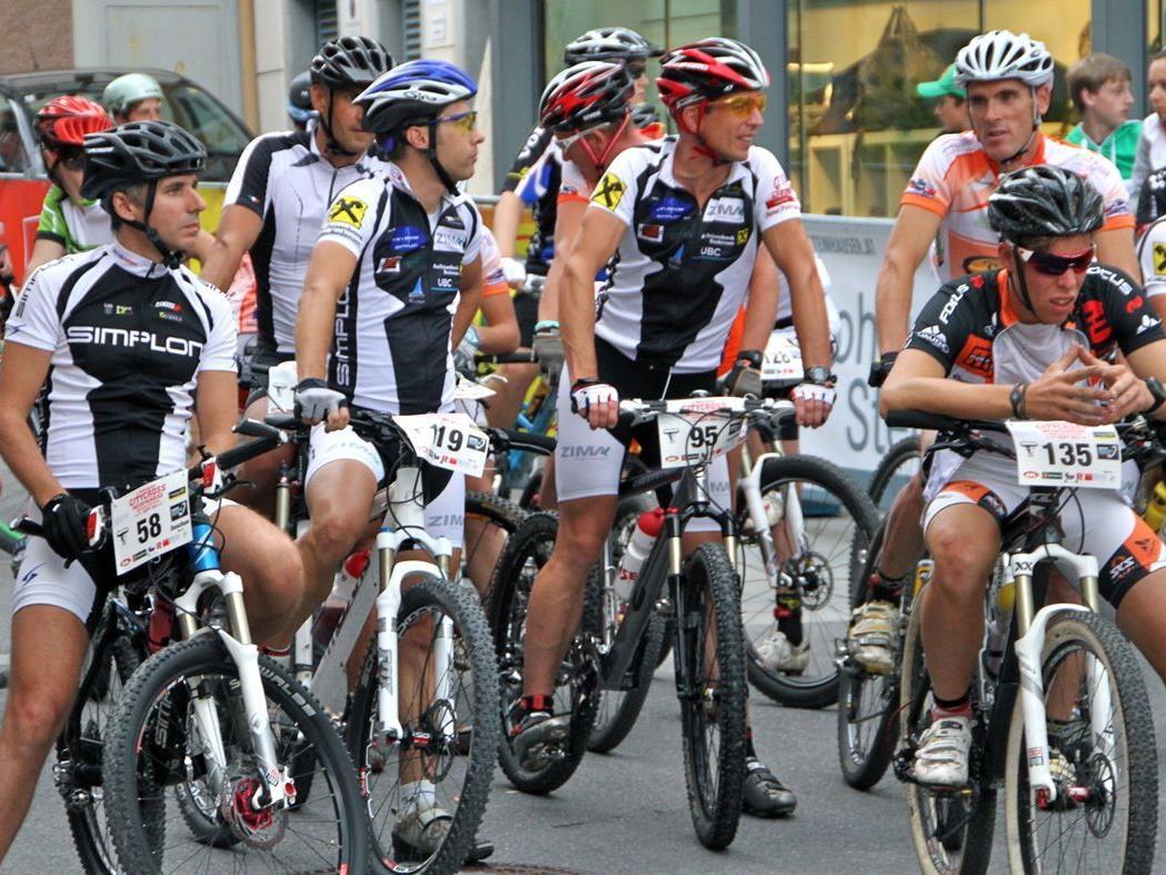 Sportlerinnen und Sportler sind herzlich zum ersten Night-Race geladen.