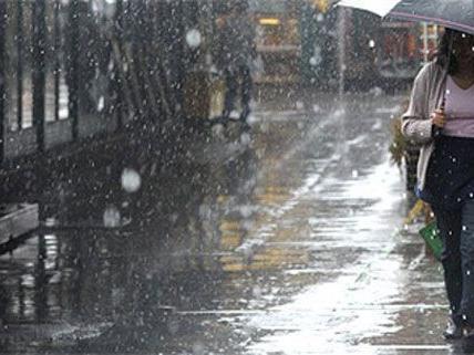 Anfang der Woche wird Schirm noch gebraucht, später kehrt das schöne Mai-Wetter zurück.