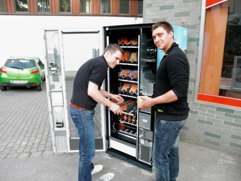 Münchner Fleischhauer Steffen Schütze (l.) bedient Fleischfans auch nach Ladenschluss