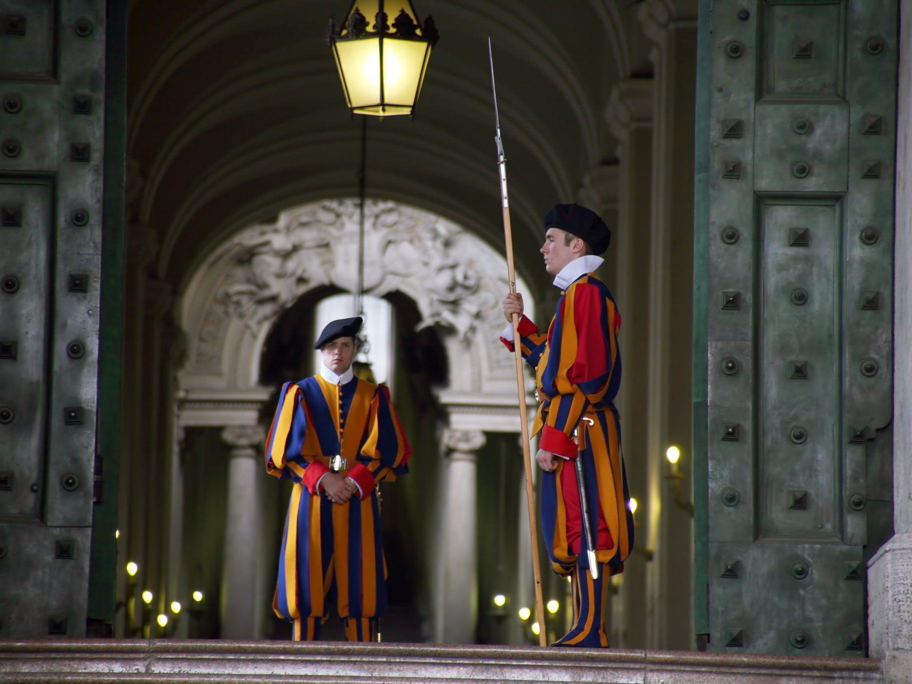 Die neue Ausrüstung für die päpstliche Schweizergarde kommt aus Oberösterreich.