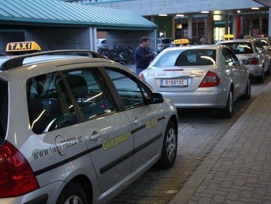 Der Taxistreit zwischen Vorarlberg und der Schweiz erhitzt die Gemüter. - © VOL.AT